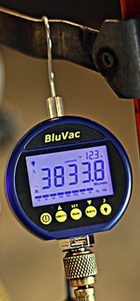 USED BluVac Digital Micron Gauge with Coupler